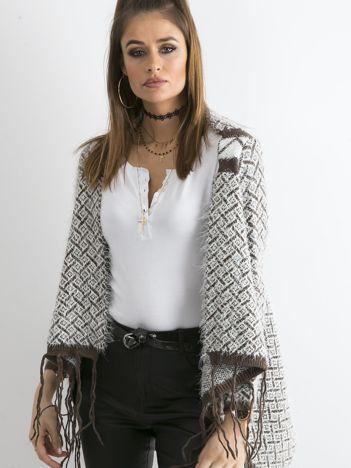 Brązowy sweter z frędzlami