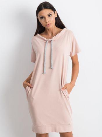 Brudnoróżowa sukienka Distinctiveness