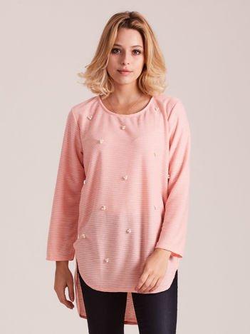 Brzoskwiniowy sweter z perełkami
