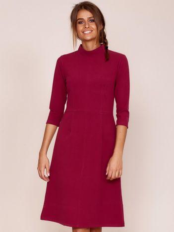 Burgundowa sukienka z półgolfem