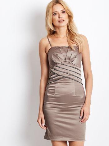 Ciemnobeżowa sukienka z błyszczącą aplikacją