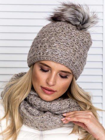 Ciemnobeżowy komplet damski czapka z pomponem i komin
