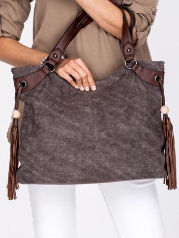 Ciemnobrązowa torba z ozdobnymi frędzlami