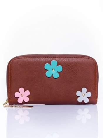 Ciemnobrązowy zasuwany portfel w kwiatki