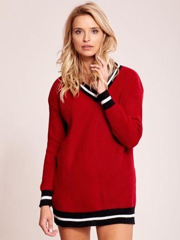Ciemnoczerwony luźny sweter V-neck z kontrastowymi ściągaczami