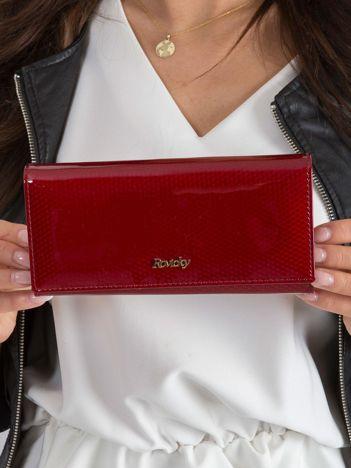 Ciemnoczerwony skórzany portfel w drobny wzór