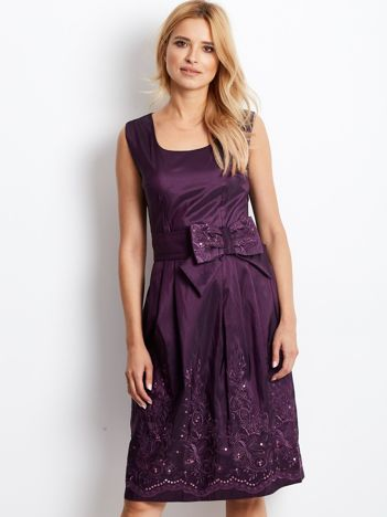 Ciemnofioletowa sukienka koktajlowa z kokardą