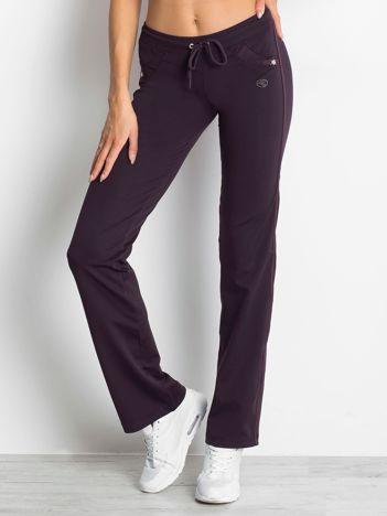 Ciemnofioletowe spodnie damskie dresowe z aplikacją