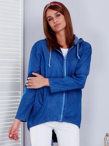 Ciemnoniebieska bluza z kapturem i napisem na plecach