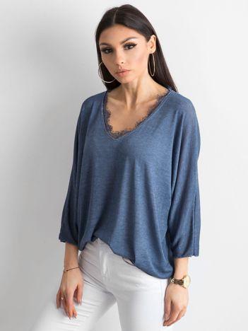 Ciemnoniebieska luźna bluzka w serek