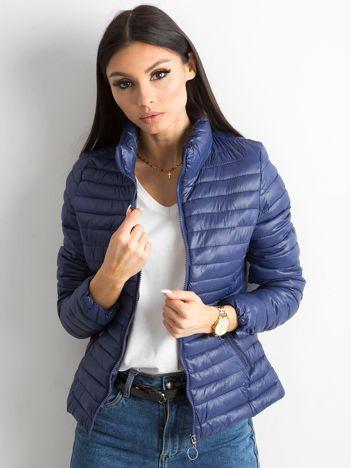 Ciemnoniebieska pikowana kurtka przejściowa