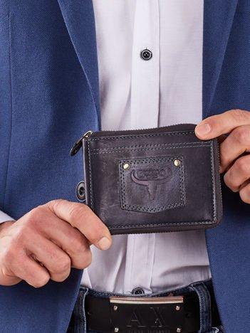 Ciemnoniebieski męski portfel skórzany z naszywką