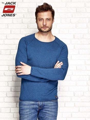 Ciemnoniebieski sweter męski z surowym wykończeniem