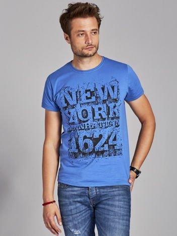 Ciemnoniebieski t-shirt męski street style