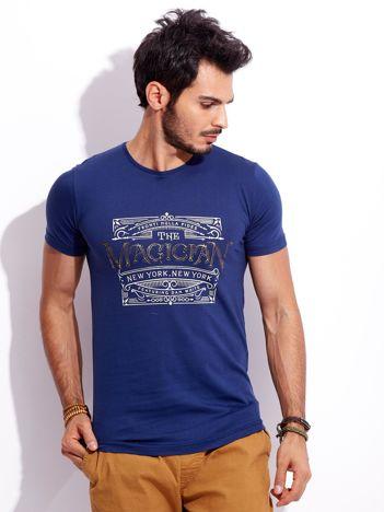 Ciemnoniebieski t-shirt męski z nadrukiem vintage
