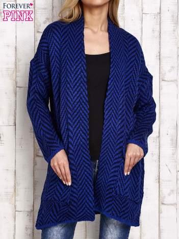 Ciemnoniebieski wzorzysty sweter