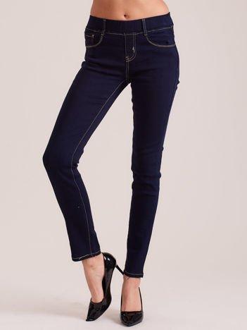 Ciemnoniebieskie denimowe spodnie