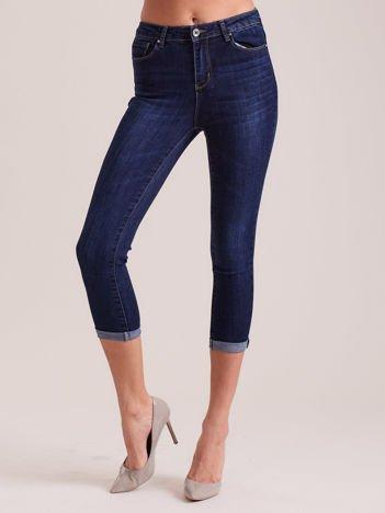 Ciemnoniebieskie jeansy capri