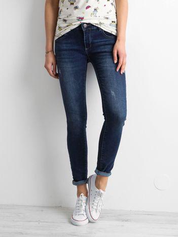 Ciemnoniebieskie jeansy damskie slim fit