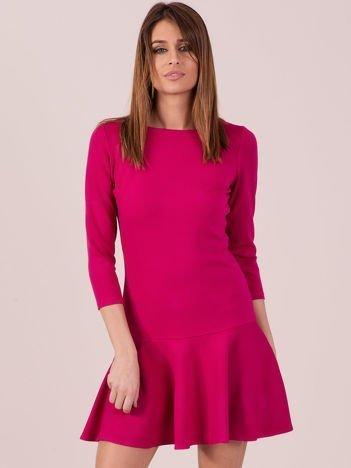 08e77065cd Ciemnoróżowa sukienka z ozdobną falbaną z tyłu