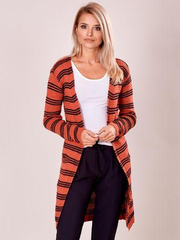 Ciemnoróżowy otwarty sweter w prążek