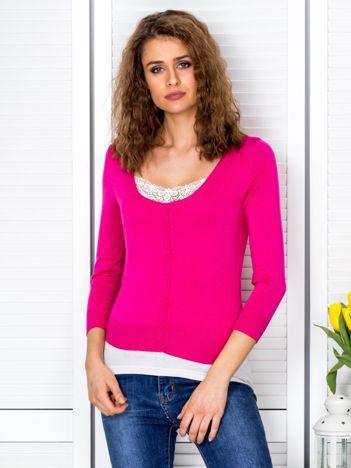 Ciemnoróżowy sweter damski z guzikami