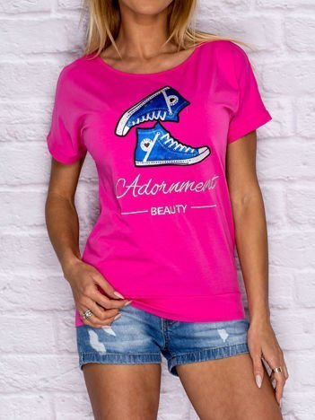 Ciemnoróżowy t-shirt z trampkami
