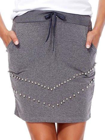 Ciemnoszara dresowa spódnica z kieszeniami i perełkami