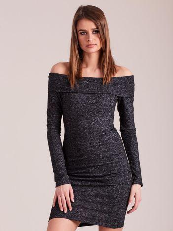 Ciemnoszara sukienka odsłaniająca ramiona