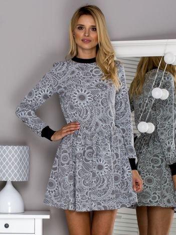 Ciemnoszara sukienka w ornamentowe wzory