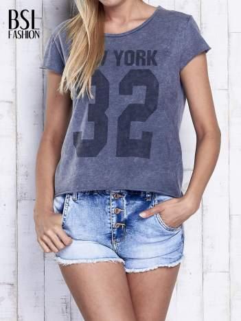 Ciemnoszary dekatyzowany t-shirt z napisem NEW YORK
