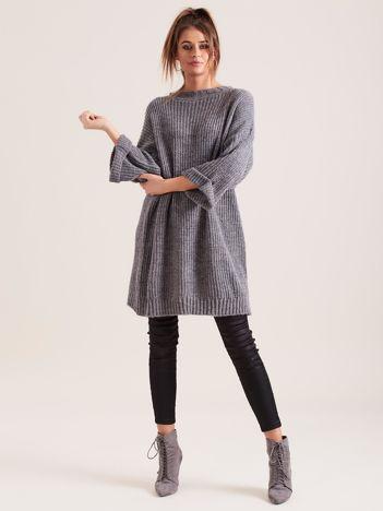 Ciemnoszary długi sweter z dzianiny