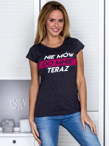 Ciemnoszary t-shirt NIE MÓW DO MNIE