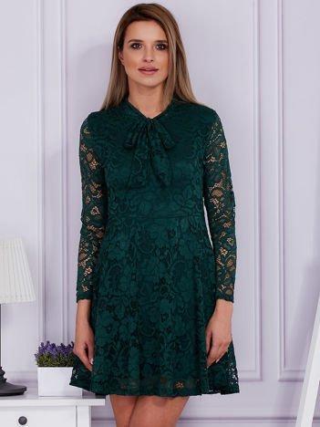 Ciemnozielona koronkowa sukienka z wiązaniem