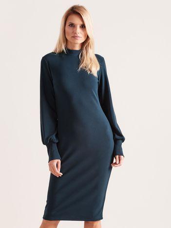 Ciemnozielona sukienka z długim rękawem