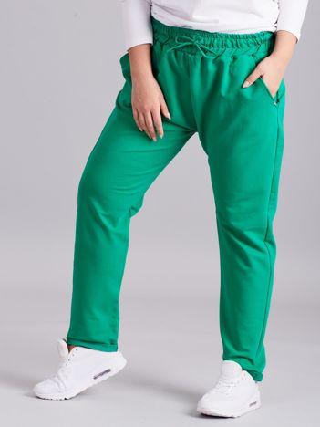 Ciemnozielone bawełniane damskie spodnie dresowe PLUS SIZE