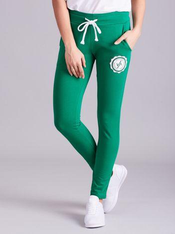 Ciemnozielone damskie spodnie dresowe z troczkami