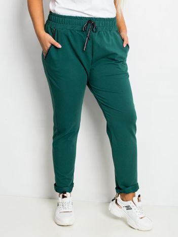 Ciemnozielone spodnie plus size Savage