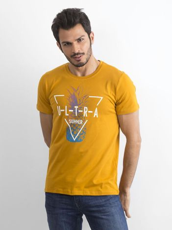 Ciemnożółty męski t-shirt z nadrukiem