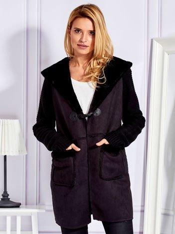 Cienki futrzany płaszcz z kapturem i kieszeniami czarny