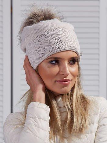Czapka zimowa z pomponem i swetrową wstawką jasnobeżowa