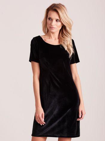 Czarna aksamitna sukienka