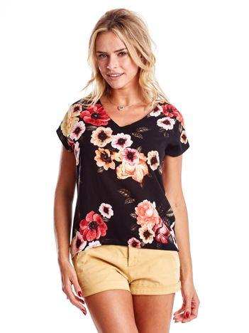 Czarna bluzka w kontrastowe kwiaty