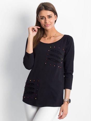 Czarna bluzka z kolorowymi perełkami i rozcięciami