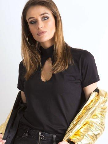 Czarna bluzka z łezką na dekolcie i półgolfem