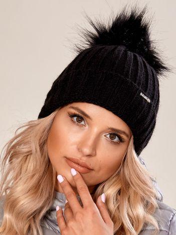 Czarna damska czapka na zimę