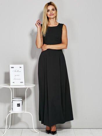 Czarna długa sukienka wieczorowa z siateczkowym dekoltem z tyłu