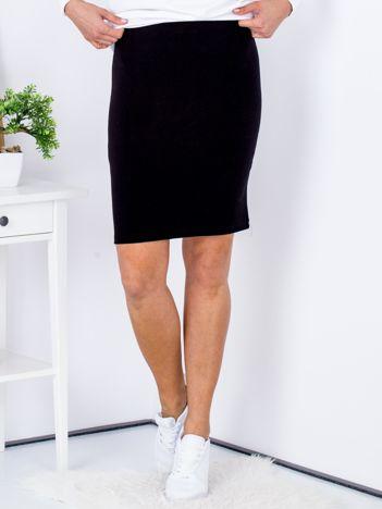 Czarna dopasowana spódnica