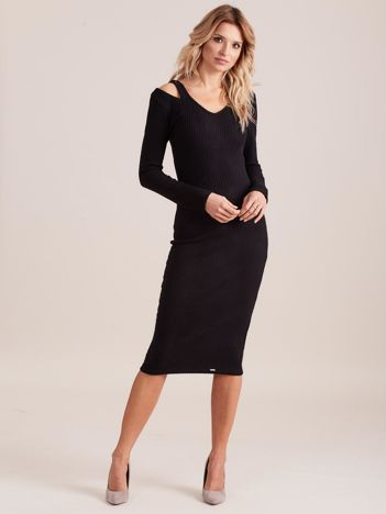 Czarna dopasowana sukienka cold shoulder