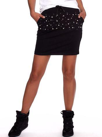 Czarna dresowa spódnica z perełkami